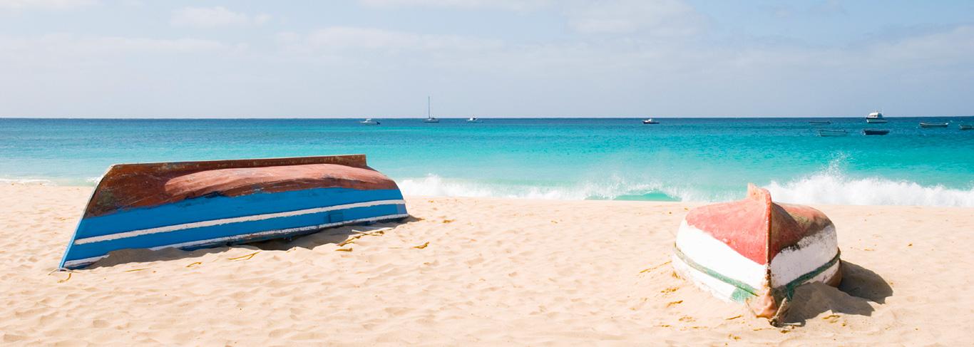 Cap Vert : vue de la plage de Santa Maria sur l'île de Sal