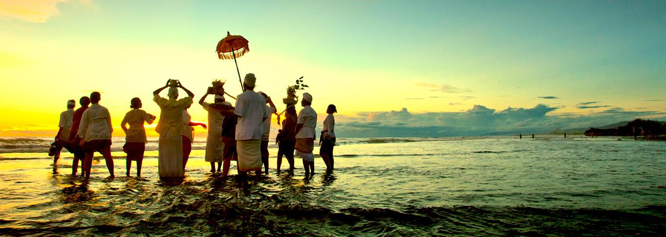 Cérémonie Melasti à Bali