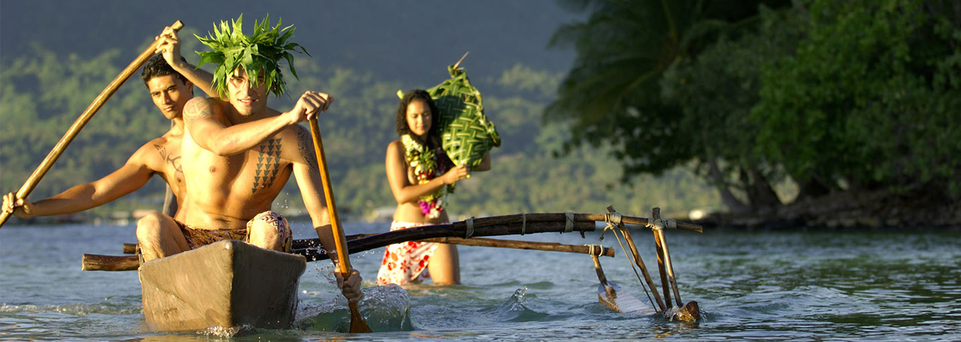 Pirogue traditionelle à Huahine