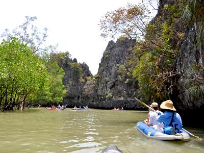 Kayak dans la baie de Phang Nga