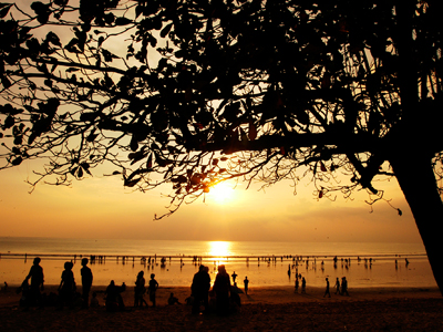 Coucher de soleil sur la plage de Kuta - nautil