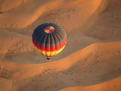 Montgolfière désert