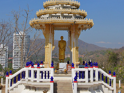 Shrine for a monk on Khao Takiab (Uwe Schwarzbach/flickr)