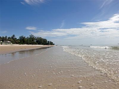 Plage de Hua Hin (Hua Hin beach, Thailand - Vidar Stensen/flickr)