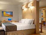 Des chambres contemporaines au Daios Cove