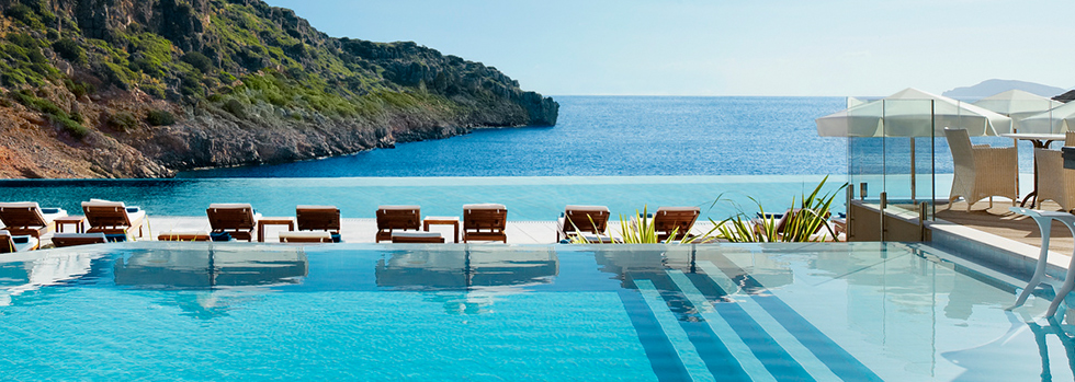 Piscine de l'hotel Daios Cove en Crète