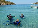 Plongée dans les eaux cristallines de la mer Egée en Crète
