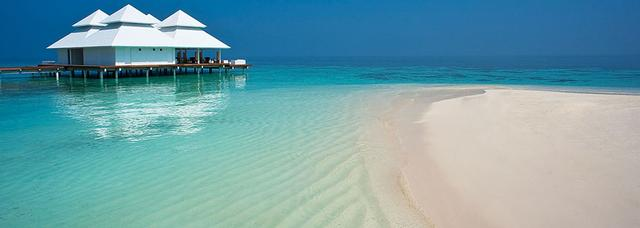Diamonds Athuruga Beach and Water Villas aux Maldives