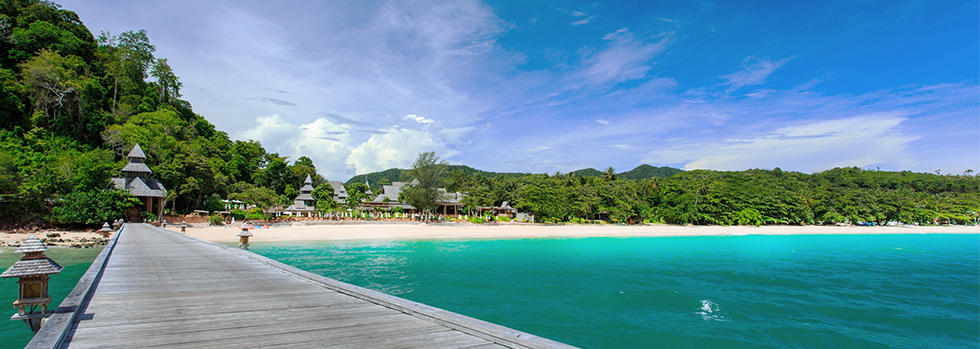 La plage du Santhiya Koh Yao Yai Resort & Spa