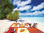 Dégustez votre repas sur la plage grâce à l'hôtel Filitheyo Island Resort